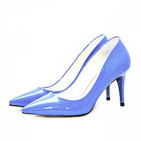 Классические женские туфли-лодочки из кожи цвета электрик на каблуке. Высота каблука 8 см.