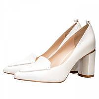 cc8e3ba2d Модные кожаные женские туфли белого цвета на квадратном устойчивом каблуке.  Высота каблука 7,5