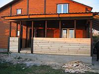 Верады и навесы в деревянном доме.
