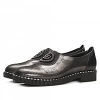 Стильные женские туфли из кожи с лазерной обработкой темно-серого цвета, с декором стразами.