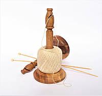 Клубочница деревянная для пряжи(с ножом), дуб, высота 23 см.