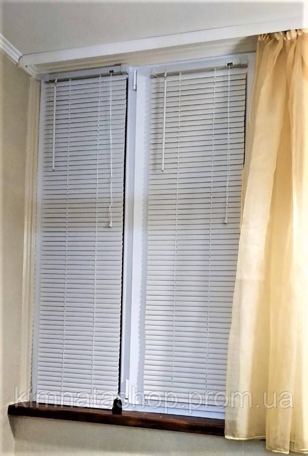 Жалюзі пластикові горизонтальні білі на вікна ПВХ