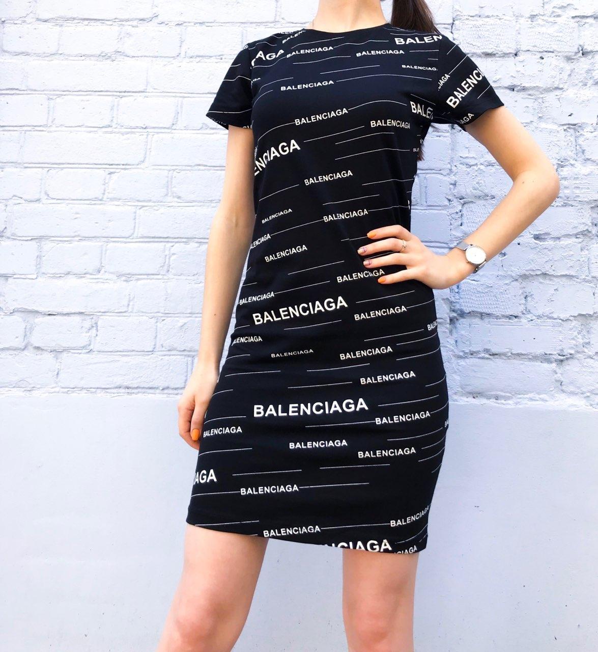 Платье баленсиага девушка модель хранения данных популярного веб сайта кинопоиск