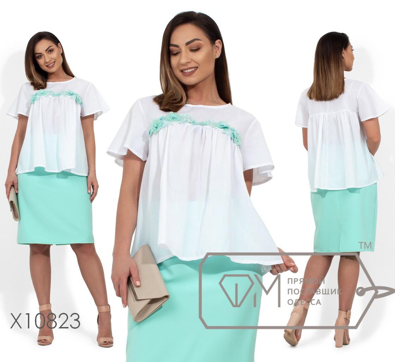Костюм - блуза из котона и нашивкой по груди, юбка из костюмки прямого кроя на молнии Размеры: 50, 52, 54