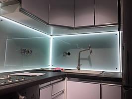 Стеклянный сатиновый фартук с включенной подсветкой