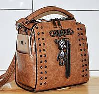 Стильная женская молодежная сумка-рюкзак свело-коричневого цвета из эко-кожи в заклепках с брелком Мишка