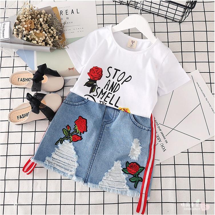 Нарядный летний костюм  на девочку футболка+джинсовая юбка  4-6 лет