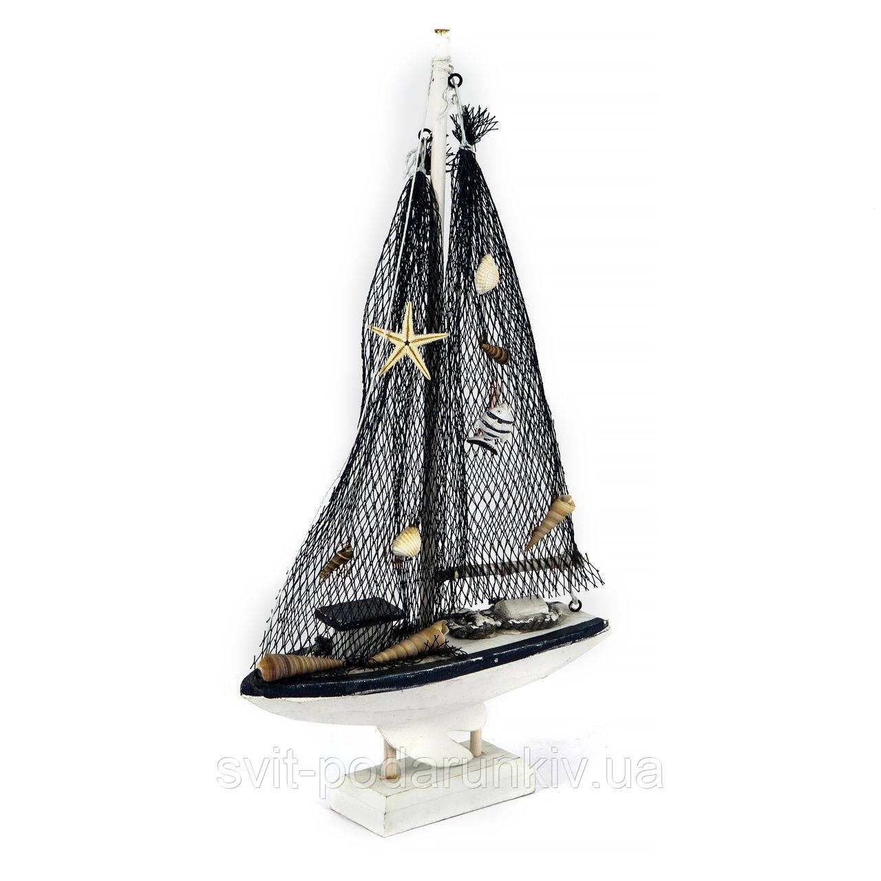 модель парусной яхты