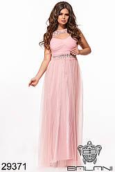 Вечернее пудровое платье со стразами и вышивкой на сетке