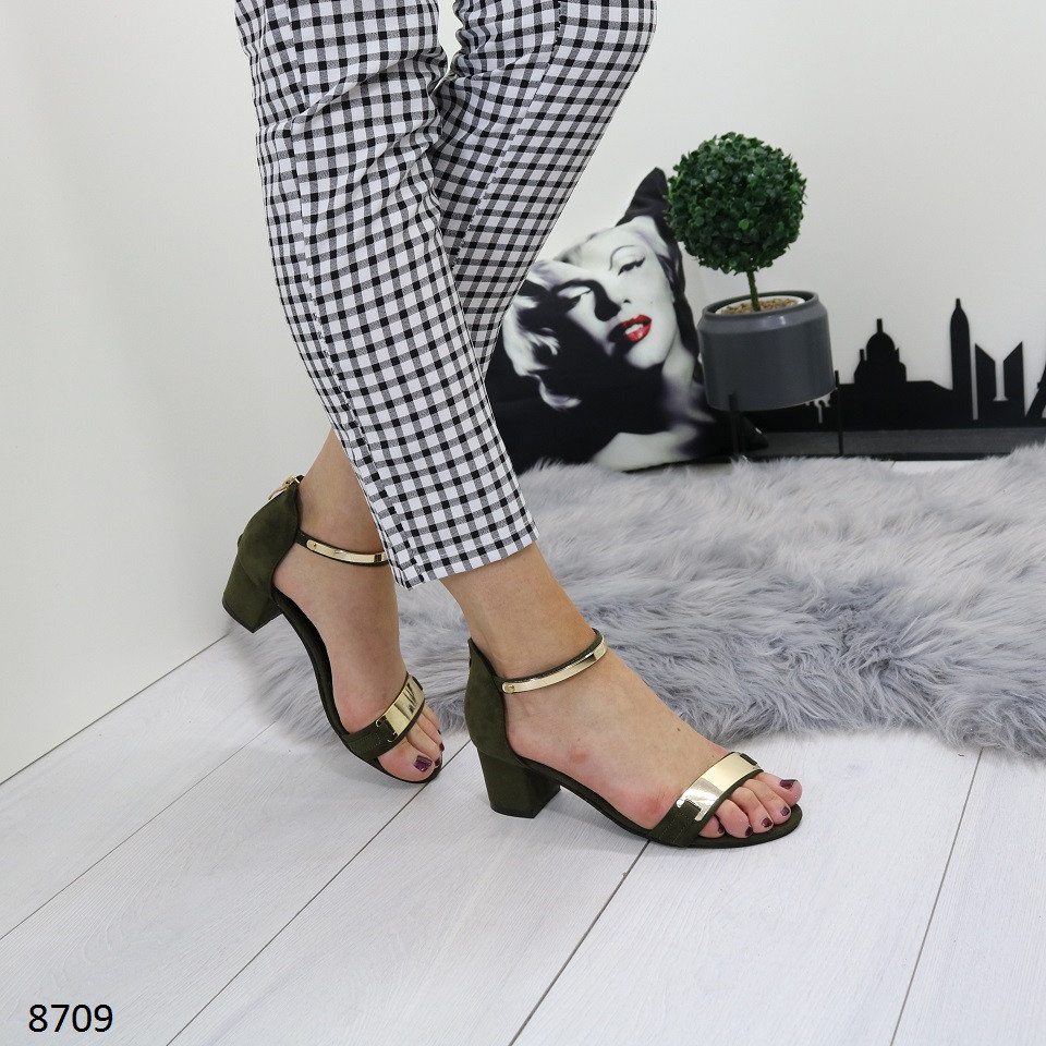 f14a71eb5 Женские замшевые босоножки на широком устойчивом каблуке с золотистыми  вставками