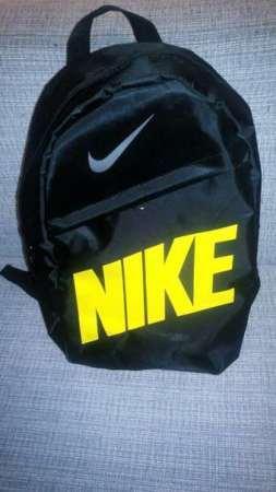 Стильный городской спортивный рюкзак NIKE, цвет черный с желтой надписью найк, школьный, портфель, 25 литров,