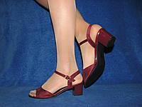 Замшевые бордовые босоножки на небольшом каблуке 36 23,5 см на стопу 23,0 см