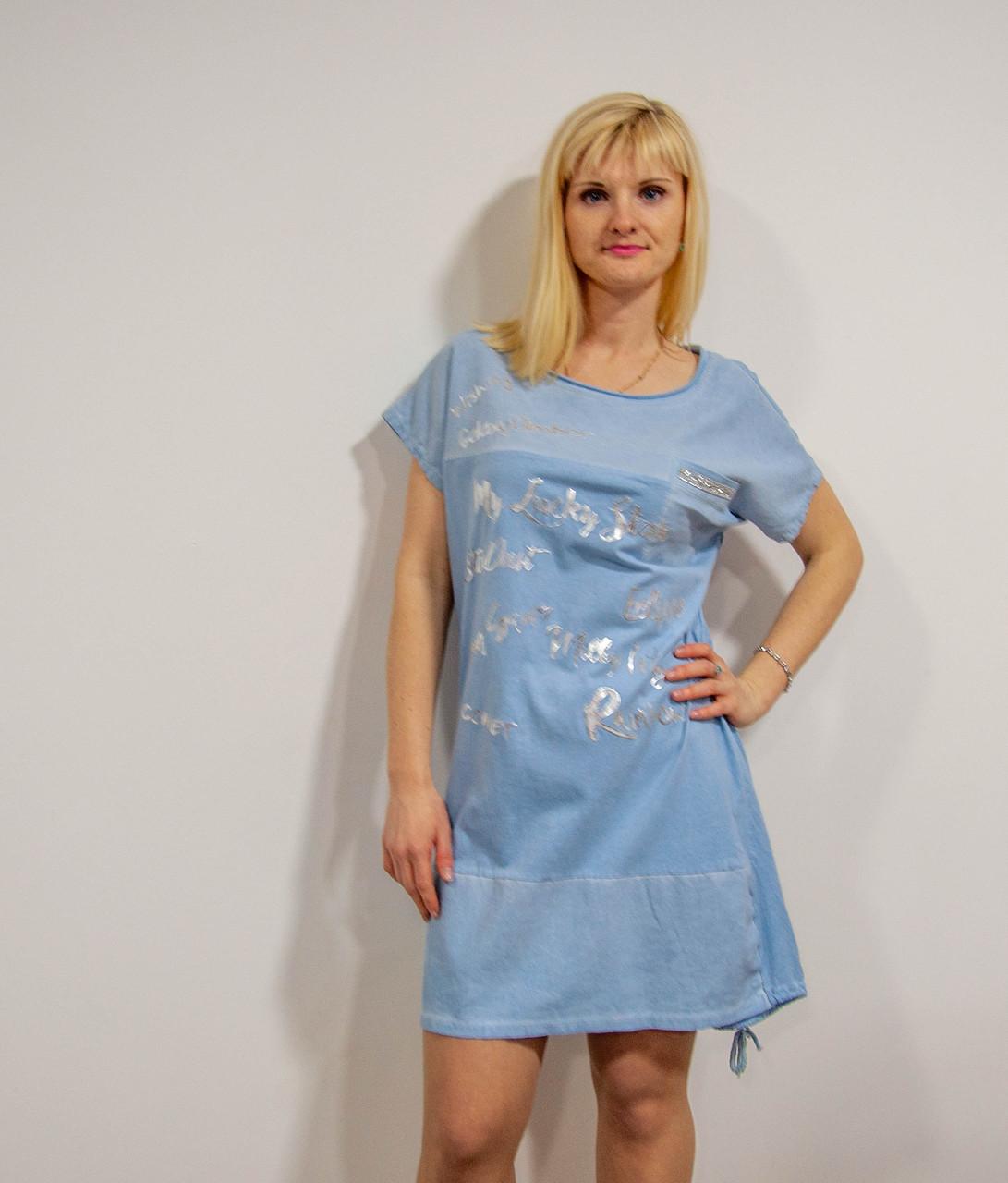 Свободное платье-футболка голубое