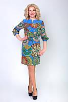 Женское платье с красивым принтом