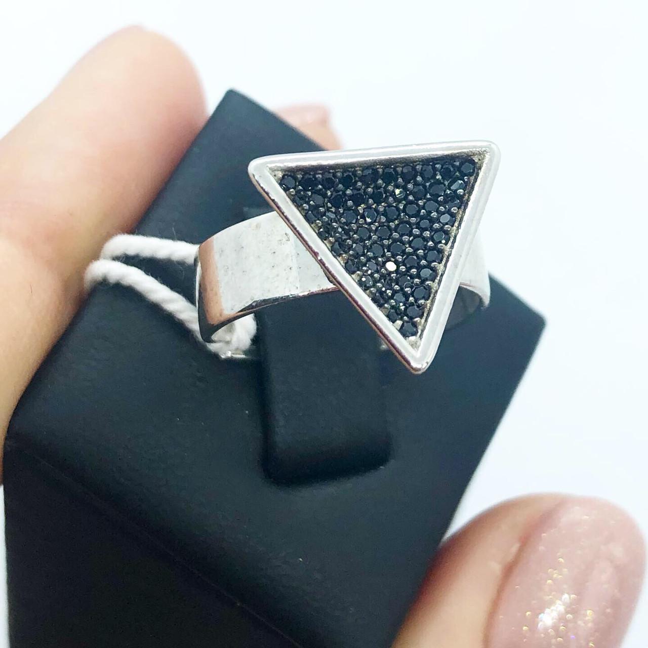 Кольцо My Jewels из серебра с камнями Swarovski тругольник черное (размер 17)