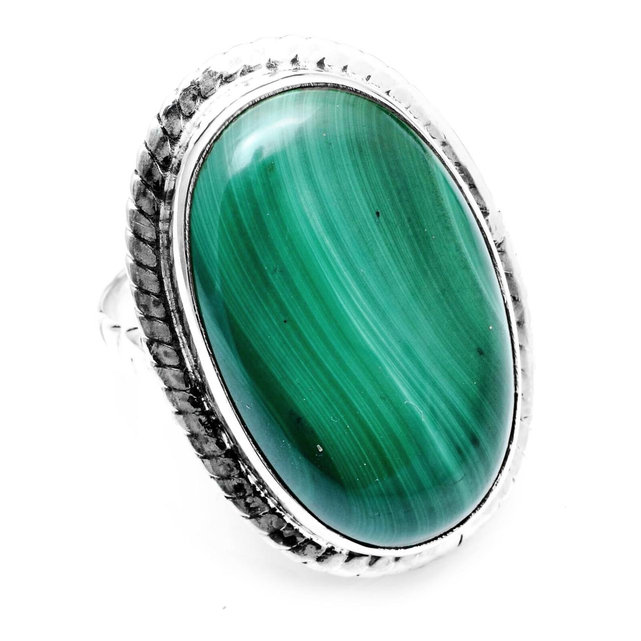 Кольцо из серебра с малахитом, 25*15 мм., 1053КМ