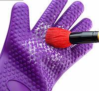 Силиконовая перчатка для очистки кистей
