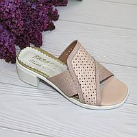 Женские босоножки на устойчивом каблуке розового цвета