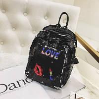 Рюкзак с нашивками и разноцветными пайетками черный
