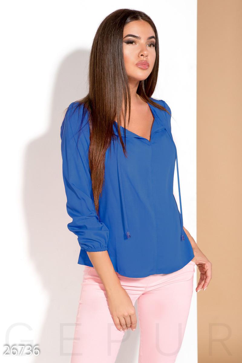 Легкая женская блуза на завязках цвета синий электрик