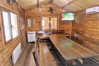 Купить качественную деревянную мебель из массива древесины готовую и под заказ от производителя в Украине недорого с доставкой.