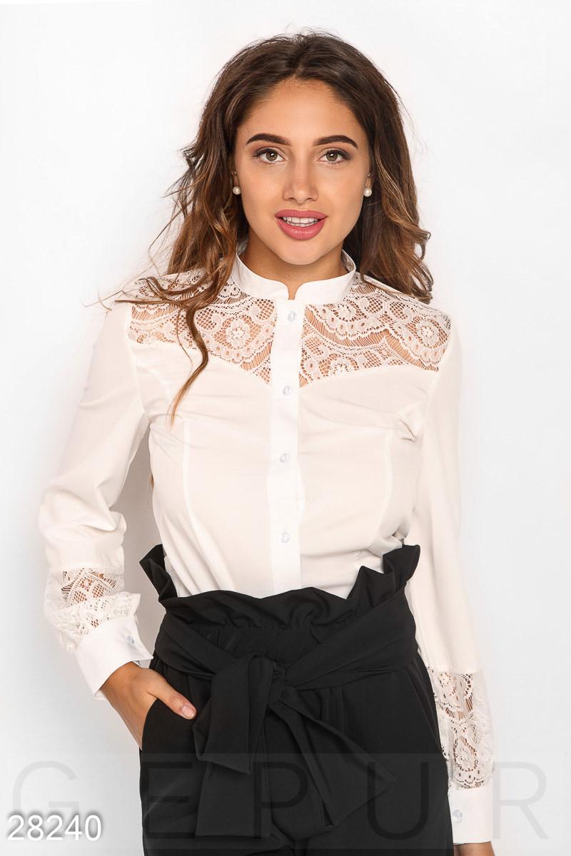 Стильная белая блуза с гипюровыми вставками