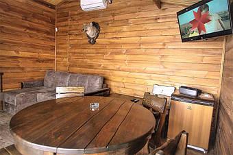 Деревянная мебель из массива натурального дерева сосны купить в Житомире из цеха или склада готовой продукции производителя с доставкой по Украине и на экспорт.