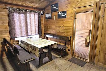 Мебель из массива натуральных пород дерева отличается долгим сроком службы. неприхотлива в эксплуатации, имеет прекрасный вид и доступную цену.