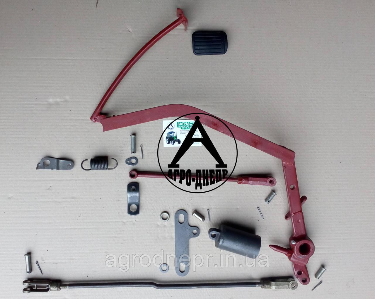 Привод сцепления механический с напольной педалью.