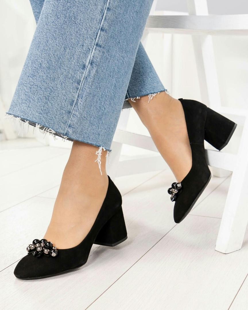 Туфли женские с декором черные