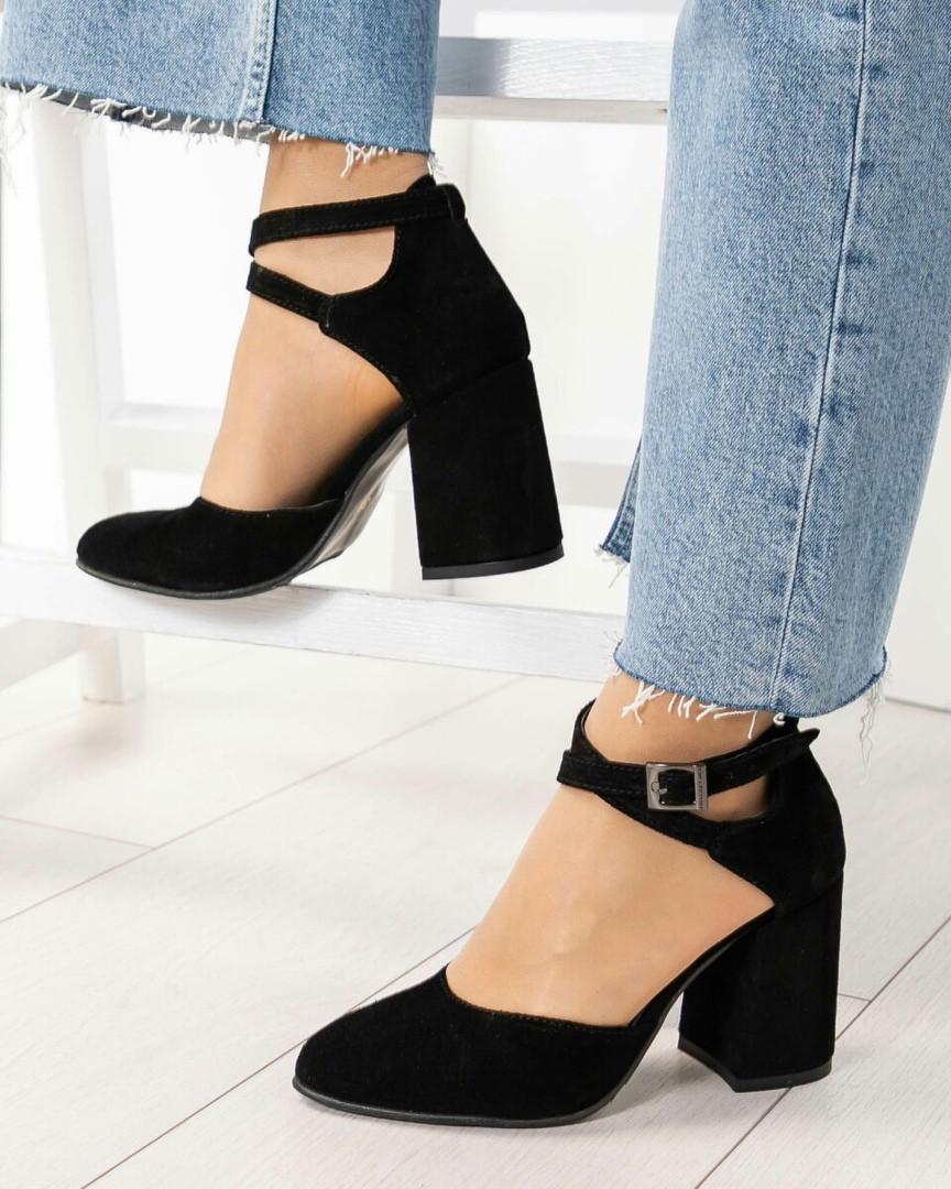 Туфли женские  с перекрестными ремешками черные