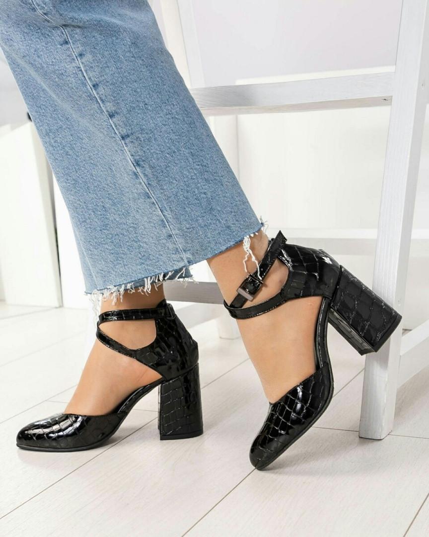 Туфли женские лаковые с перекрестными ремешками