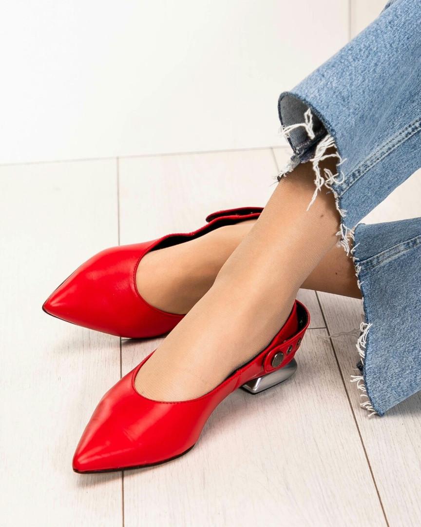Туфли женские с ремешком красные