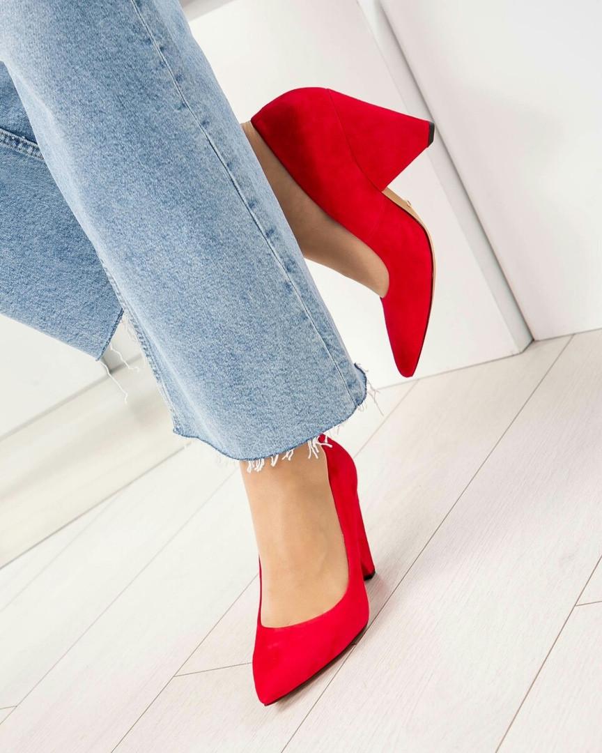 Оригинальные женские туфли красные