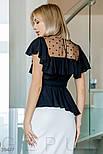 Легкая женская блуза с воланом и прозрачной кокеткой черная, фото 3