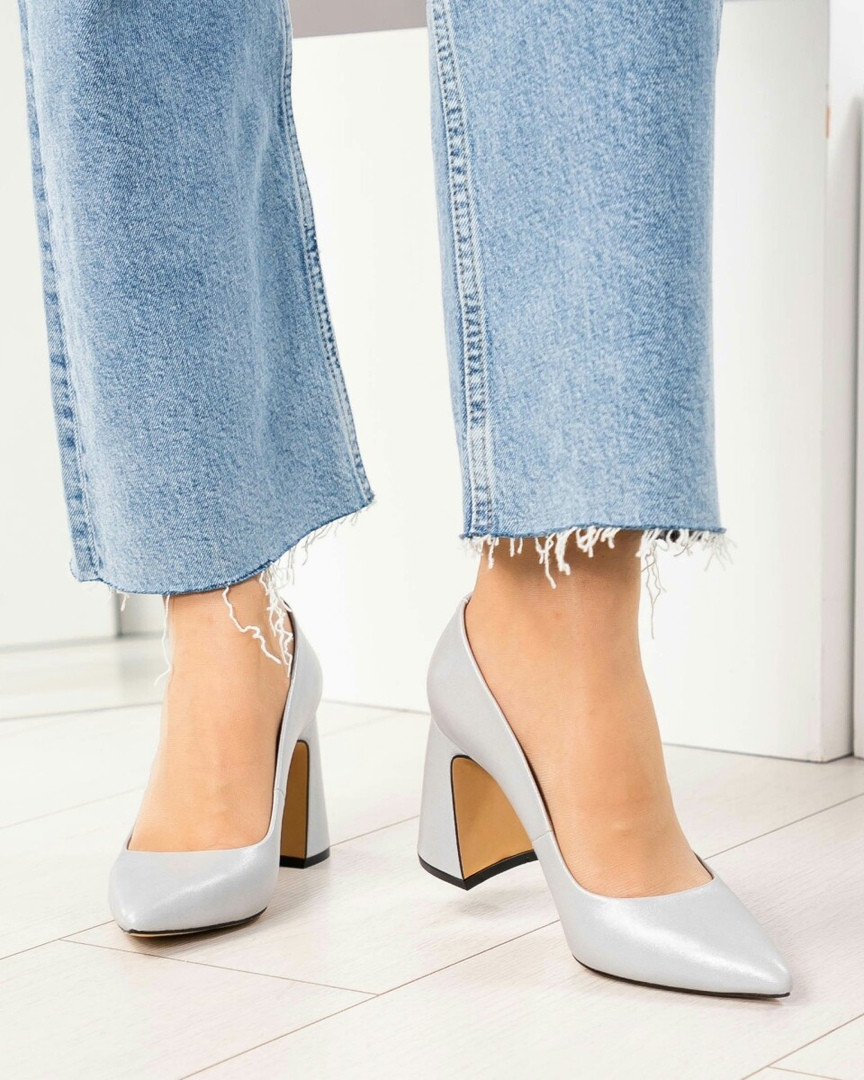 Туфли женские  на удобном каблуке серые
