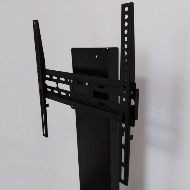 Легко монтируемый кронштейн. Обеспечит надежное крепление телевизора к кабель-каналу