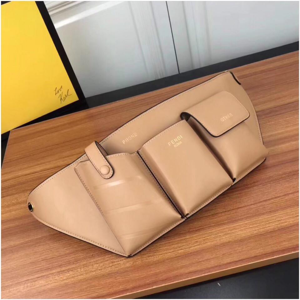 Поясная сумка, клатч на пояс от Фенди Peecaboo натуральная кожа