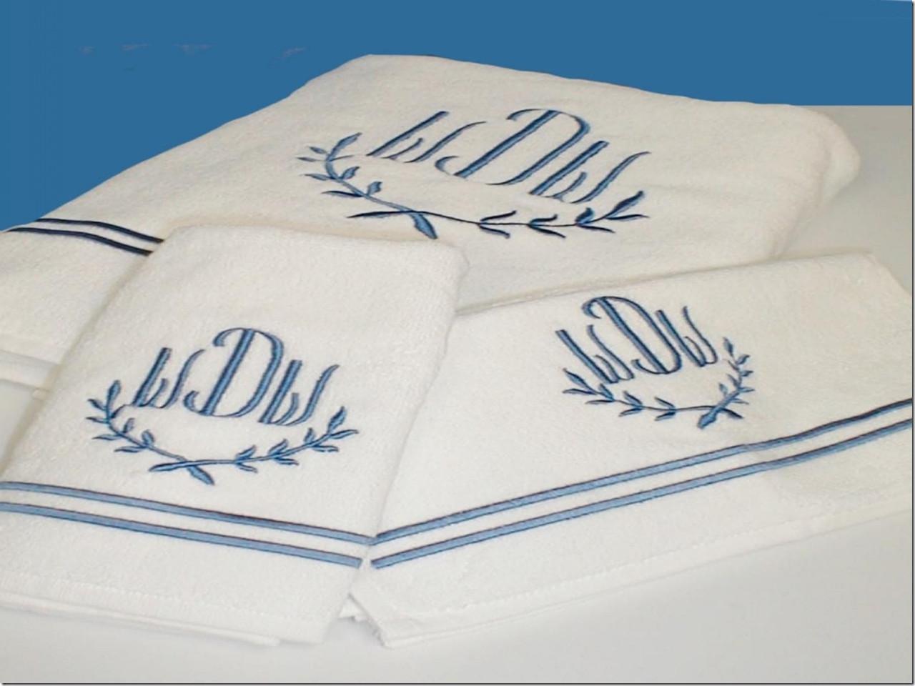 Махровые полотенца с вышивкой