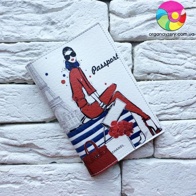 Обложка на паспорт Девушка в красном