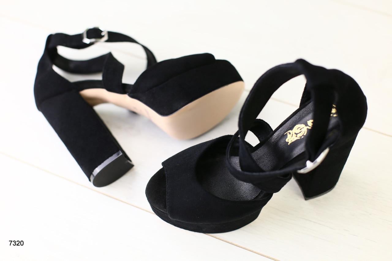 Женские босоножки на каблуке, черная замша