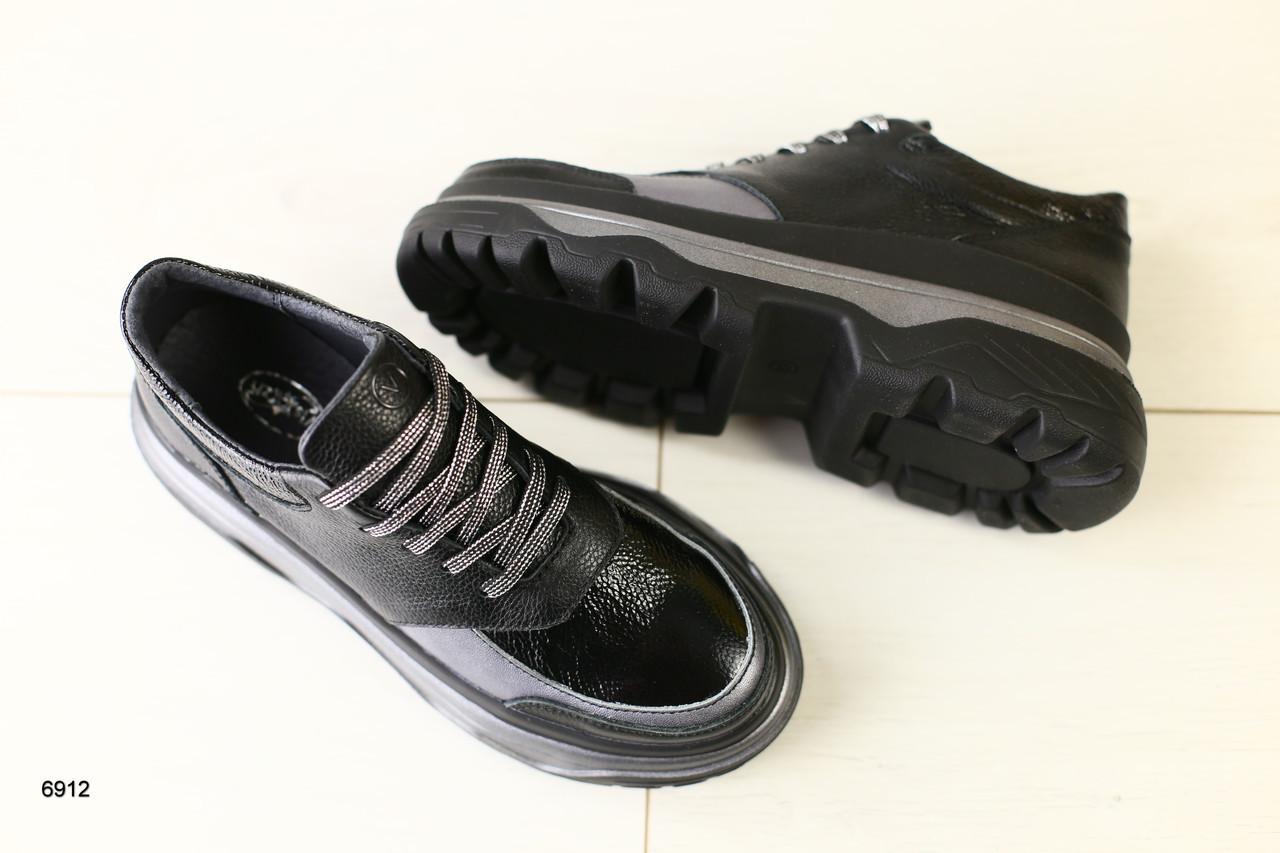 Женские кроссовки черные кожаные