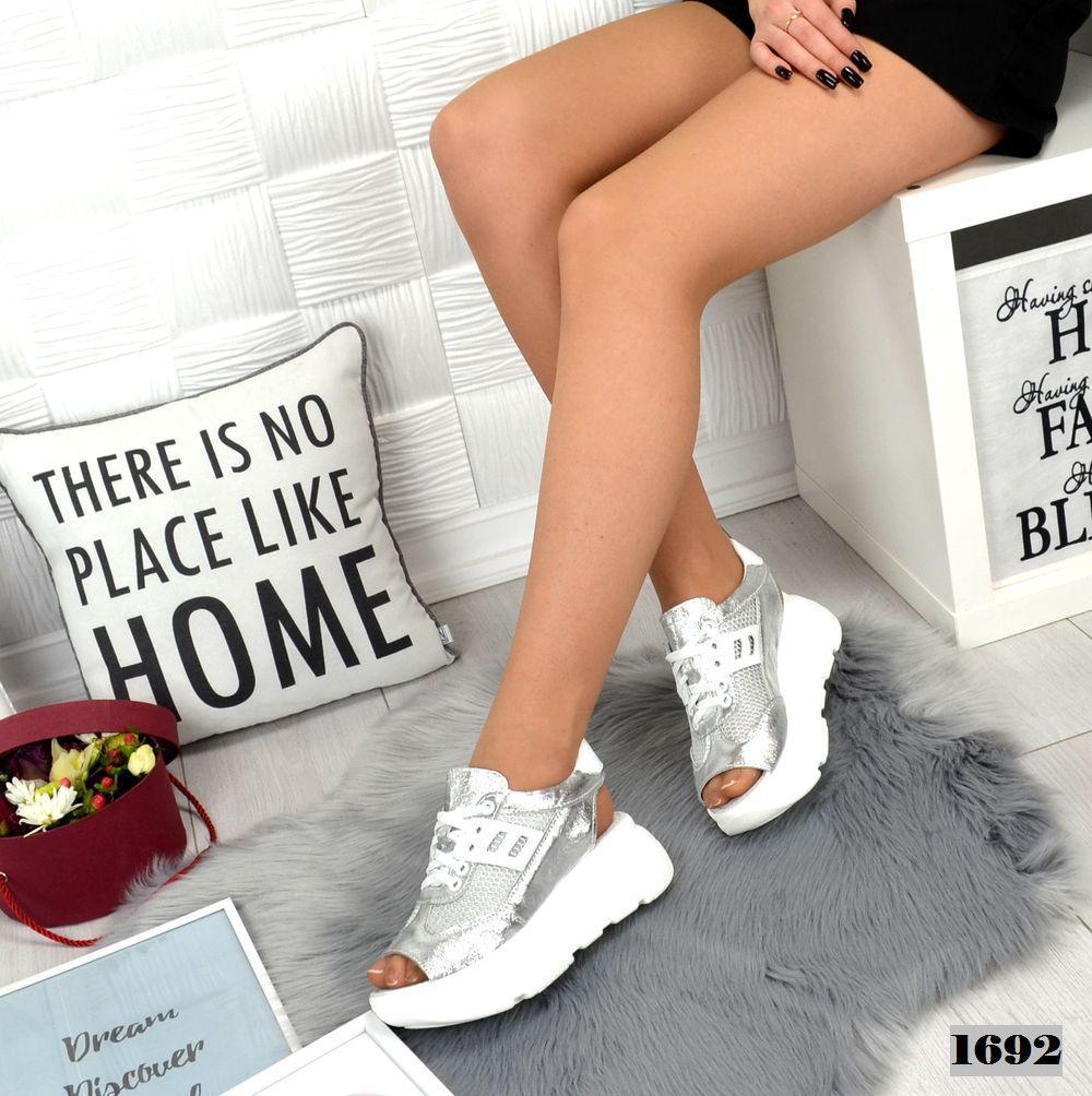 Кросівки жіночі літні срібло