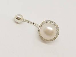 Серебряная серьга для пирсинга пупка с жемчугом и фианитами. Артикул 6045-20-Б