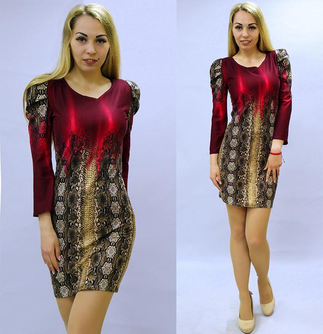 Женское платье со змеиным принтом