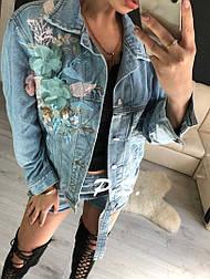 Женская стильная джинсовая куртка с аппликацией цветы (джинсовка)