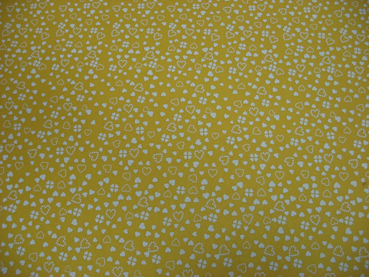 Фетр желтый с рисунком белые сердечки 21смХ21см