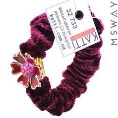 KATTi Резинка для волос 32 733 средняя Велюр жатая с брошкой цветок (1шт) Ш1,5Д6 вишня