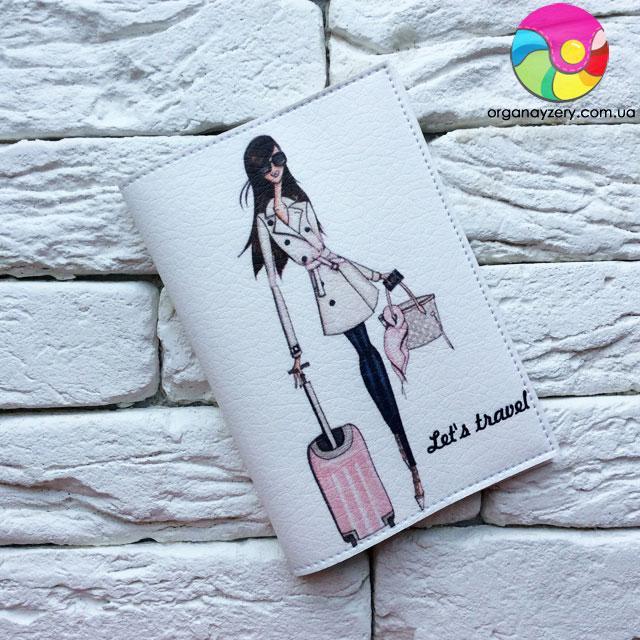 Обкладинка на паспорт Дівчина з рожевим валізкою