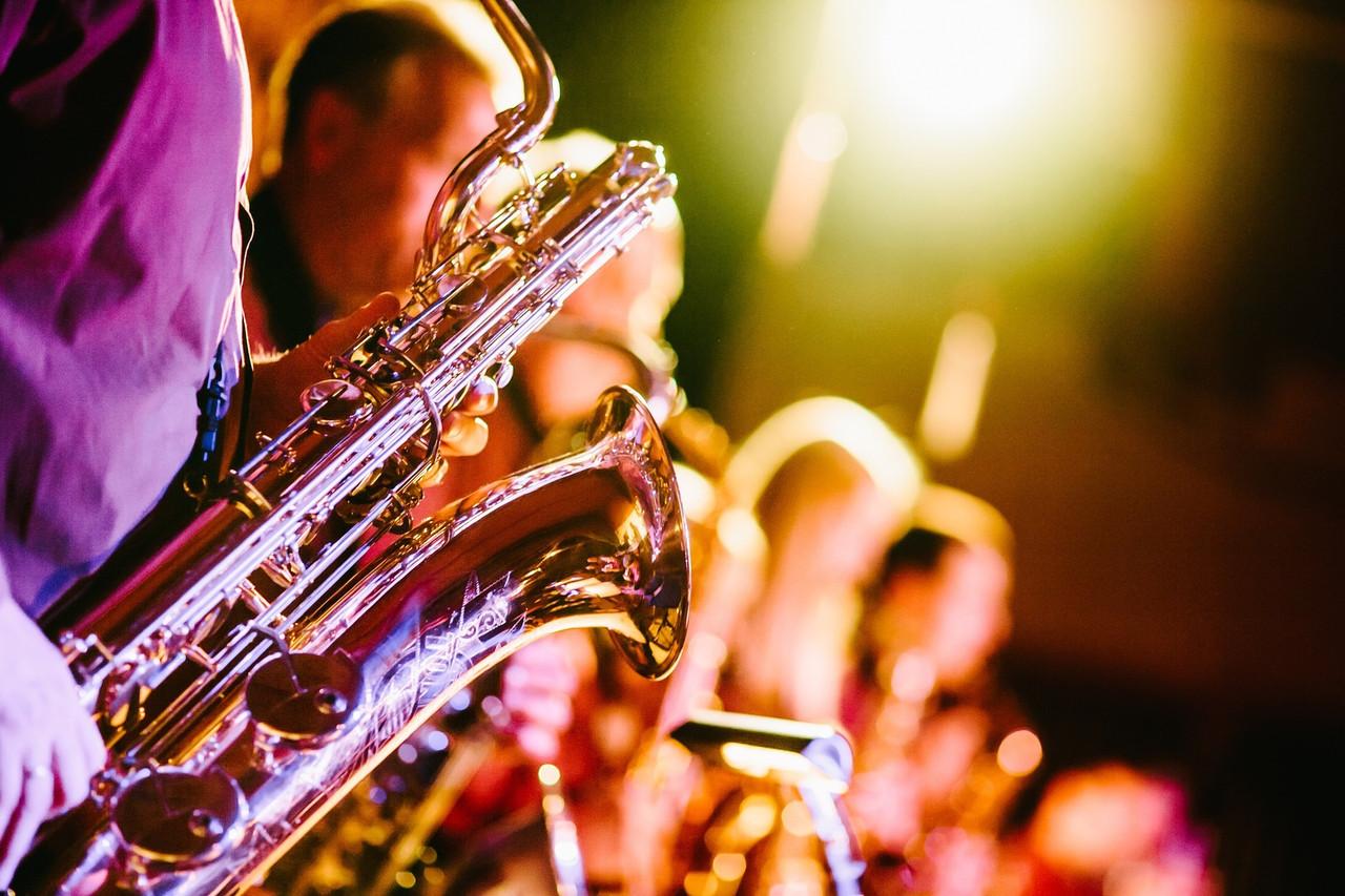 Музыкальное оформление: саксофон, скрипка, флейта, джазовый оркестр, диджей, вокал разного жанра